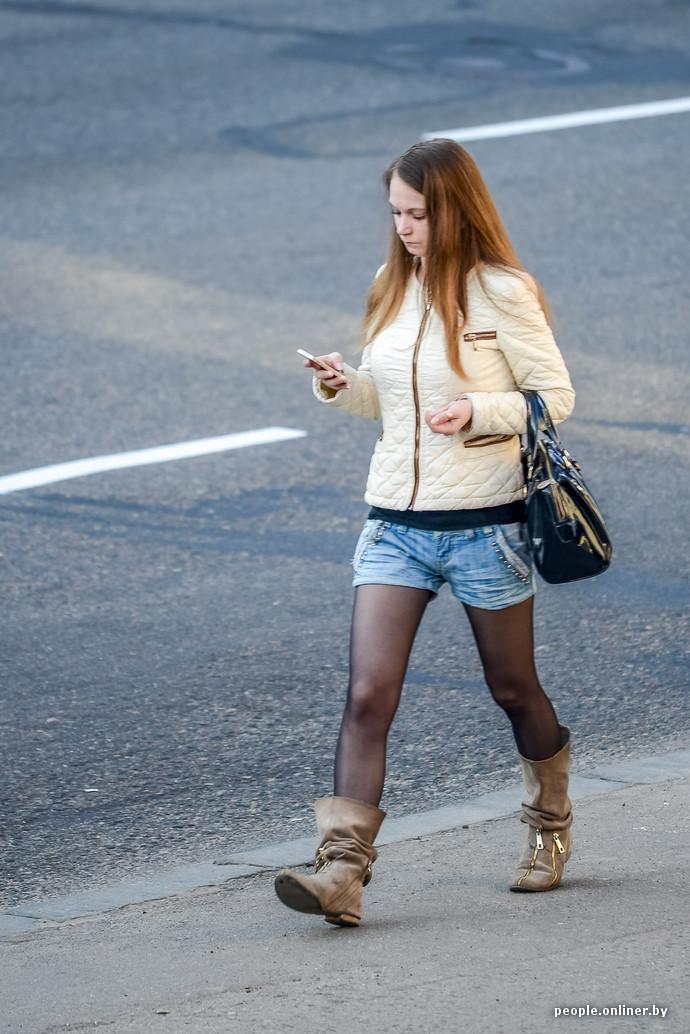Густой фотоохота ножки на улице в колготках при