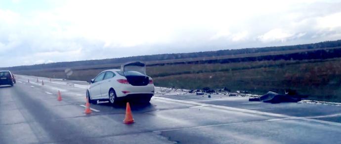На М1 столкнулись Hyundai Solaris и Mercedes. Погиб человек