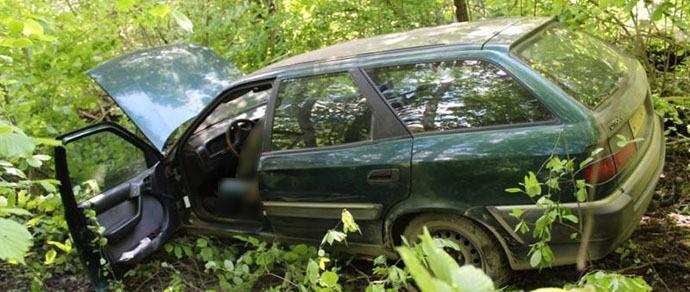 Дачник обнаружил в кювете Citroen с работавшим двигателем. В салоне находилось тело мужчины