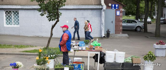 Заместитель мэра Минска: хотим возродить мини-рынки при магазинах и возле выходов из метро, потому что бороться с «серыми» торговцами бесполезно