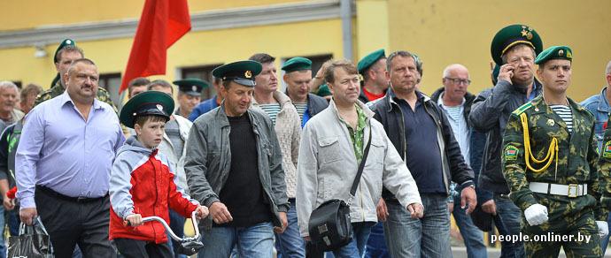 От победы до слез: фоторепортаж, как пограничники в свой праздник прошли по Минску