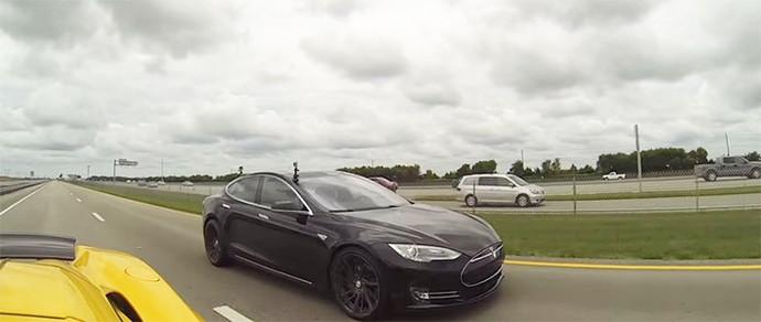 Полноприводная Tesla Model S P85D сразилась с McLaren 650S
