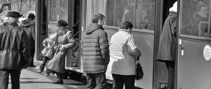 Минчанин бежал на автобус и попал под колесо