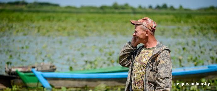 Антитунеядец. Белорус из деревни на Полесье мастерски делает лодки: «Если мужик с руками — он и в кризис не пропадет»
