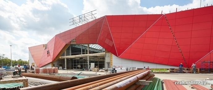 Бутики, кафе и гипермаркет для Заводского района — торговый центр «МОМО» за несколько месяцев до открытия