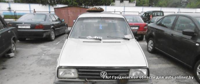 В Гродно пьяный парень после задержания грозился сжечь Volkswagen, а в патрульной машине хотел выпить пива