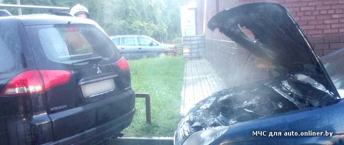 Сегодня утром в Минске загорелся Citroen C5