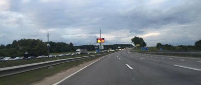 На дзержинской трассе в направлении от Минска образовался серьезный затор