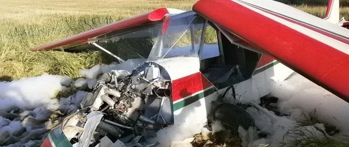 В Могилевской области на поле упал легкомоторный самолет, летчик спасен