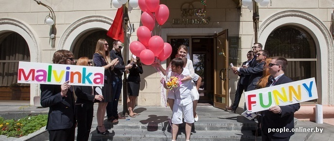 Загс, метро, «МакДональдс»: пара из Минска устроила нестандартную свадьбу