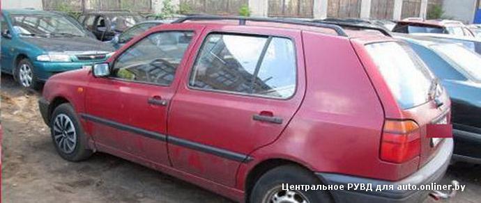 Минск: двое парней угнали Volkswagen Golf, попали на нем в ДТП и скрылись, прихватив ценности