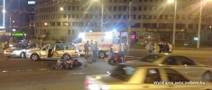 В Минске возле журфака в ДТП погиб мотоциклист
