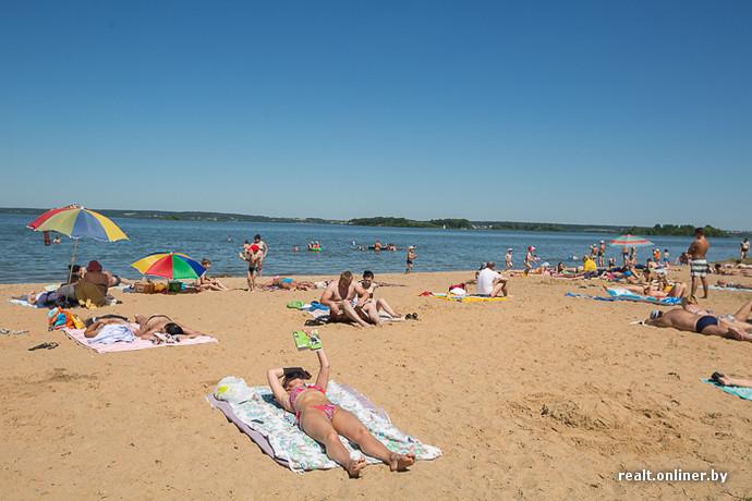 Раздетые титьки нудисток на пляже