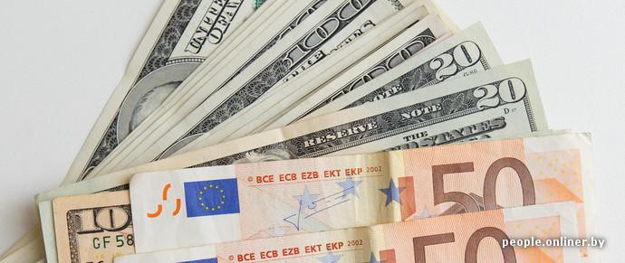 Белорусский рубль не выдержал: «зайчик» упал по отношению к доллару и евро
