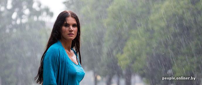 Девушки промокли в одежде фото