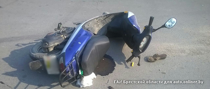 В Столинском районе пенсионерка-«бесправница» на скутере столкнулась с Volkswagen Passat