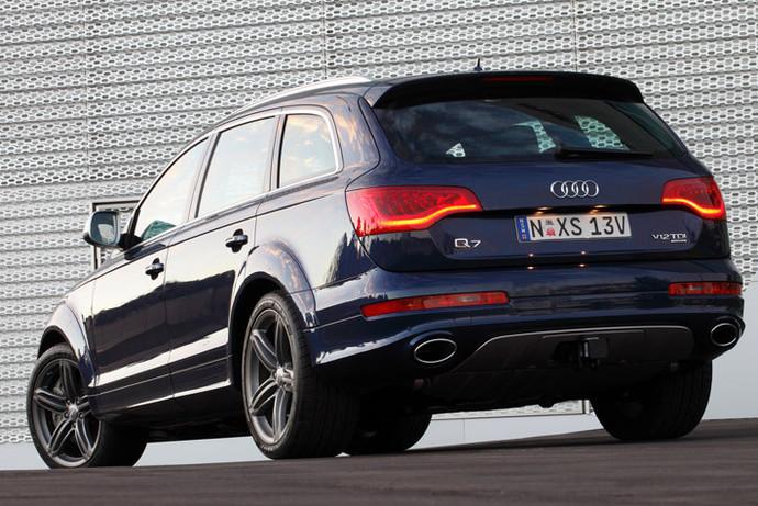 Делать мощные кроссоверы на солярке Audi умеет. Чего только стоит предыдущий Q7 с V12 TDI. У этого «паркетника» тяга достигает 1000 Нм