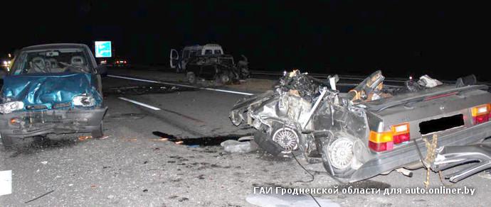 На М6 в Гродненском районе столкнулись три автомобиля. Погибли два молодых водителя