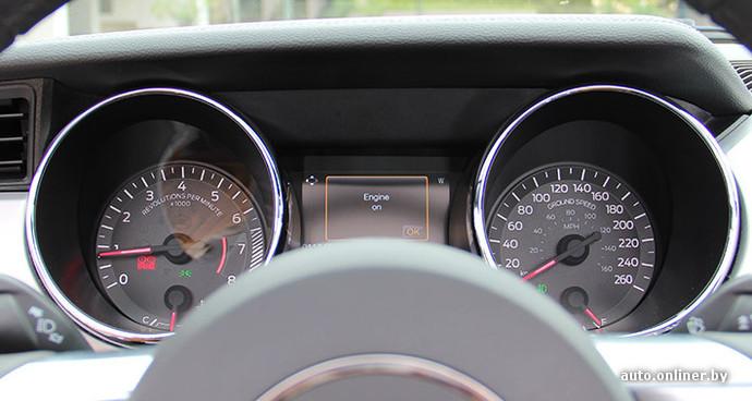 На приборной панели написано Ground Speed (привет из авиации). Это означает скорость относительно земли. И ведь логично!