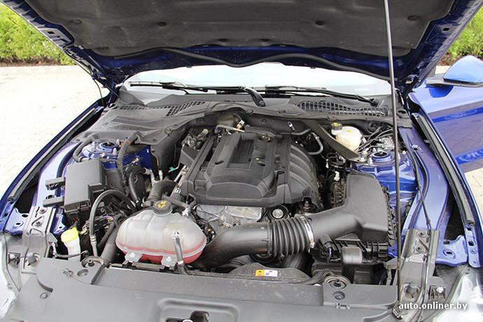 Базовый Ford Mustang оснащается 2,3-литровым турбомотором (314 л. с. и 424 Нм)