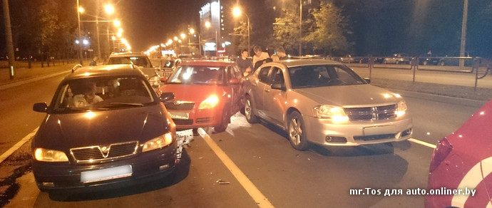 Минск: на проспекте Пушкина пьяный водитель Mercedes устроил массовое ДТП. Повреждены четыре машины