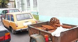Житель Добруша собрал на дороге 49 крышек и пытался продать в Россию
