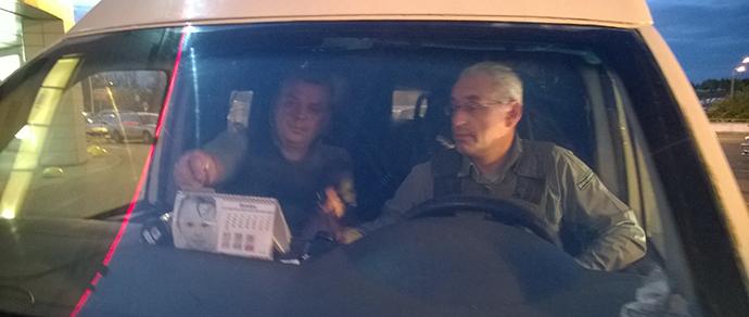 Минчанка: водитель-инкассатор подтолкнул мою Toyota, чтобы проучить за парковку вторым рядом