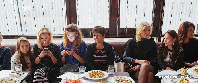 Сильные и независимые. В Минске открылся Клуб состоявшихся женщин под руководством Саши Варламова