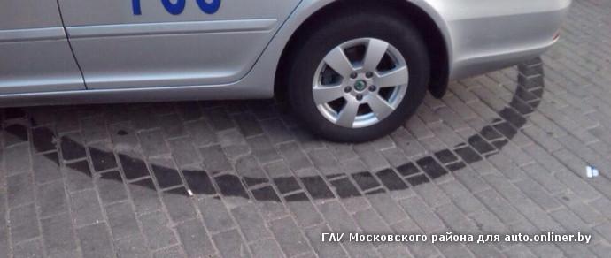 В Минске пьяный мотоциклист «дрифтовал» на тротуаре возле кафе, а затем агрессивно повел себя с ГАИ