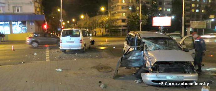 В столице на перекрестке столкнулись Seat и Volkswagen. Пострадали три человека