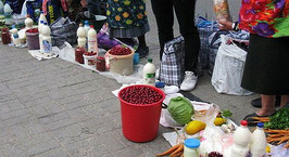 В местах нелегальной торговли у станций метро в Минске планируется создать мини-рынки