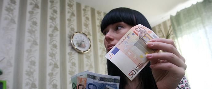 Свежие курсы: евро стремится к отметке в 18 тысяч
