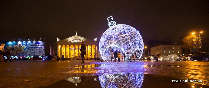 65 километров электрических гирлянд и ажурные шары на Октябрьской площади — как украсят Минск к Новому году