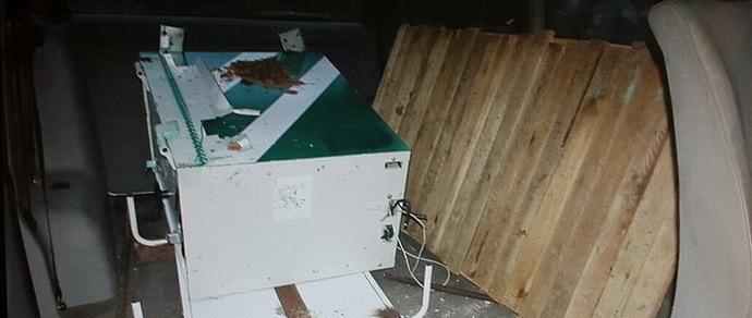 Мозырь: злодеи украли в больнице банкомат, погрузили в угнанный микроавтобус и увезли. Первый подозреваемый задержан