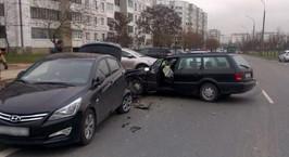 Минск: двое мужчин починили Volkswagen Passat, отметили это дело и поехали кататься. Разбили три машины