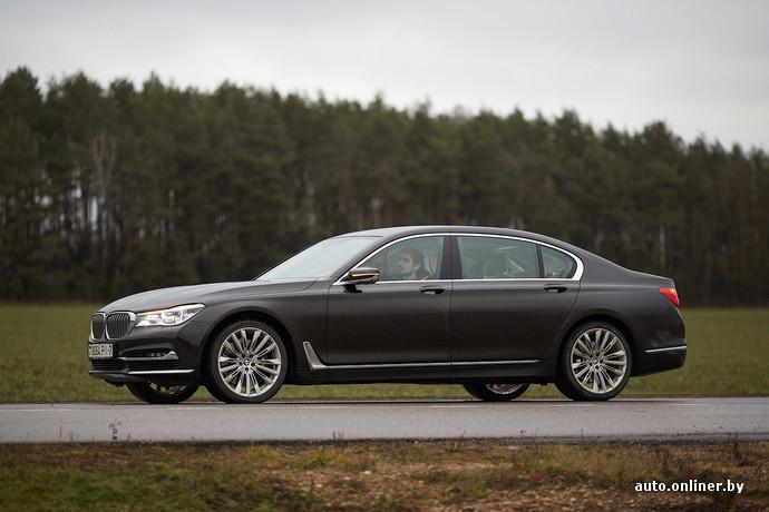 В конструкции кузова «семерки» наряду со сталью и алюминием активно используется карбон. Комбинированная конструкция позволило BMW 7-Series установить новые стандарты жесткости кузова на кручение, снизив снаряженную массу на 130 кг пос равнению с предшественником. Развесовка по осям - 50:50!