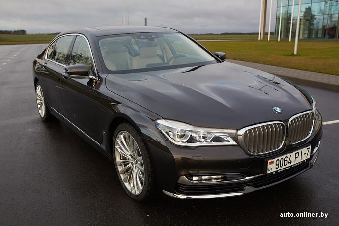 """BMW 7-Series получил светодиодные фары «в базе». За доплату доступны новые лазерные фары (технология дебютировала на i8). Светят """"лазеры"""" на 600 метров! Это вдвое больше чем LED и в 4 раза больше чем ксенон"""