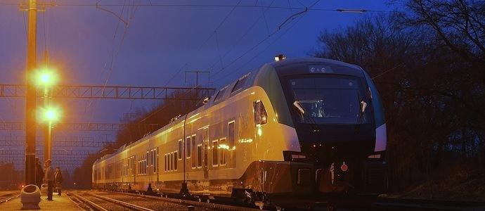 Фотофакт: новый межрегиональный поезд Stadler Flirt с местами первого класса появился в минском депо