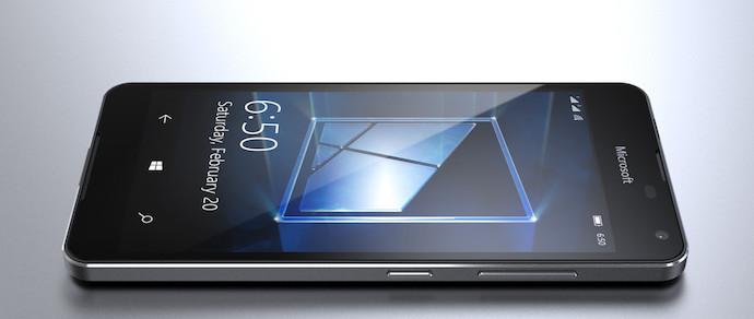 В сети опубликовали изображения четвертого смартфона на Windows 10
