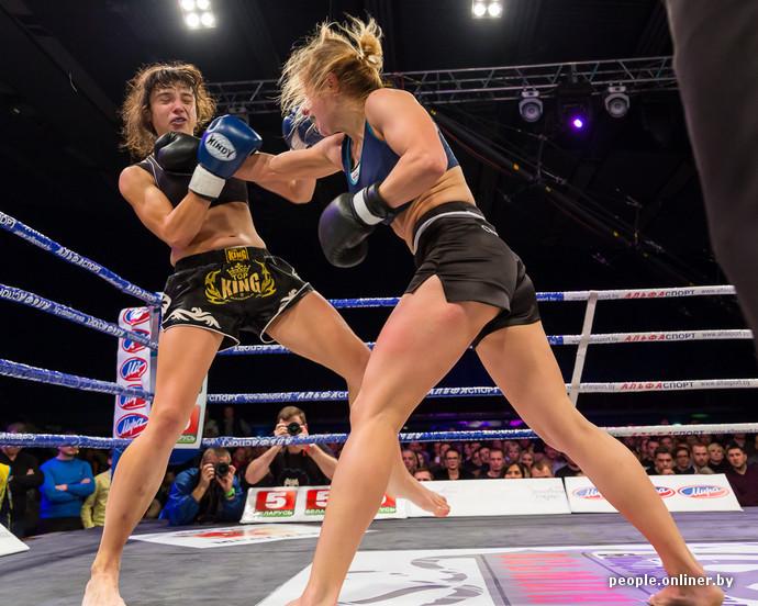Видео красивые девушки избивают друг друга на ринге фото 465-420