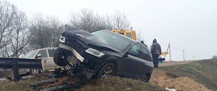 Под Минском лоб в лоб столкнулись Audi Q5 и Volkswagen Caddy. Женщина в Audi, предварительно, потеряла сознание за рулем