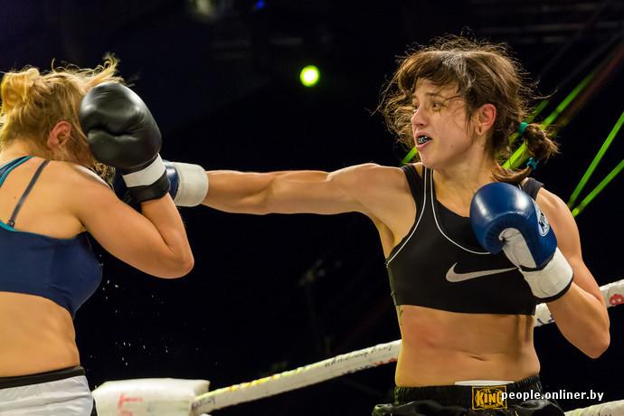 Видео красивые девушки избивают друг друга на ринге фото 465-145