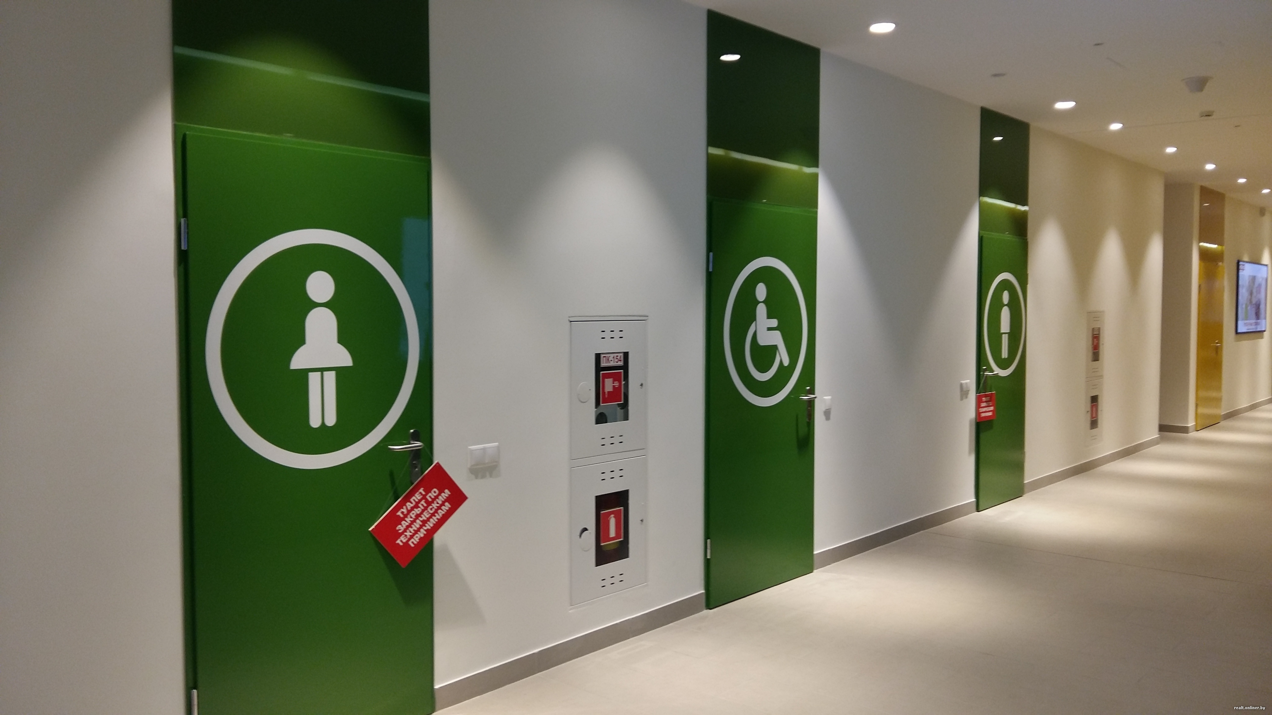 Мужчина напал на девочек в туалете торгового центра в Алматы