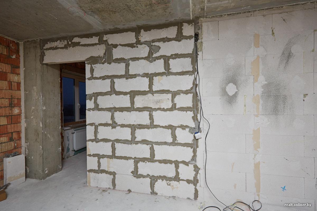 Сочная берут в рот через стену