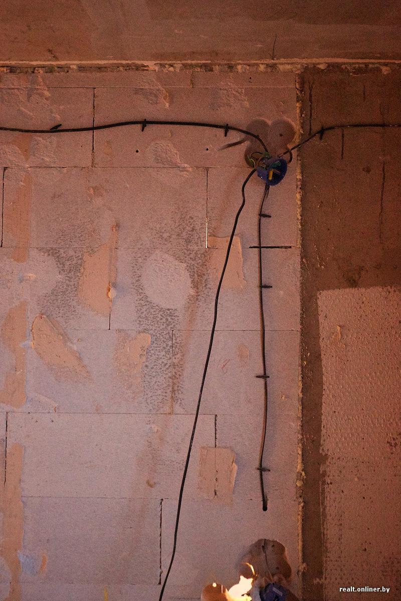Двое имеют девушку через дыру в стене фото 671-331