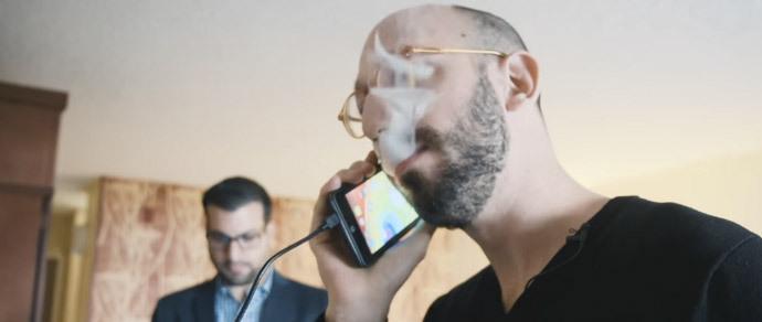 На CES привезли Android-смартфон, который можно «курить»