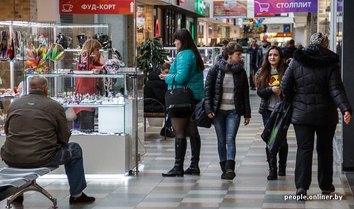 Берем курс на магазин детской одежды «Кораблик». Девушка-продавец охотно  показала самые ходовые товары. Полукомбинезон для девочек 6 лет стоит здесь  1847 ... 74e9106c120