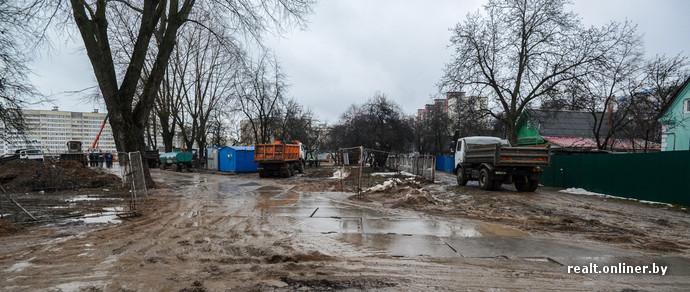Минчанка, живущая возле будущей «Ковальской Слободы»: «Дорога в ямах, пройти негде. Стройка метро важна, но нельзя допускать такое безобразие»