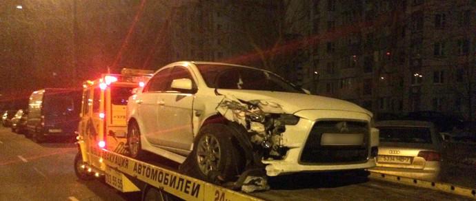 Парень купил в России Mitsubishi Lancer и дал другу прокатиться. Друг был пьяный: машину и еще две другие разбил