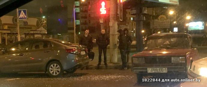 «Красное спортивное купе подрезало и уехало»: в Минске разыскивают очевидцев ДТП с участием трех автомобилей